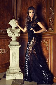 Slip into pure glamour and elegance with flawless CRISTALLINI evening creations that can be worn at any special occasion and will make you feel and look stupendous! High Fashion, Luxury Fashion, Ladies Fashion, Womens Fashion, Evening Dresses, Formal Dresses, Luxury Dress, Fashion Dresses, Fashion Clothes