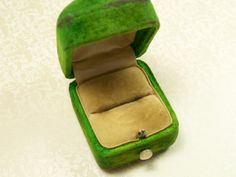 Vintage Antique Presentation Jewelers Ring Box Terheyden Co Emerald Green Cream Velvet Jewelry Mother of Pearl Push Button