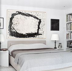 Bank Street by Huniford Design Studio How to display art in the bedroom with a large abstract painting in a black and white decor. Famous Interior Designers, Interior Design Studio, Interior S, Chinoiserie, Green Wall Decor, White Decor, Bedroom Furniture Makeover, Bedroom Decor, Richard Serra