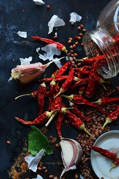 Good, natural ingredients to add flavor to ones meals naturally. Food Styling, Chile Picante, Dark Food Photography, Photography Photos, Spices And Herbs, Stuffed Hot Peppers, Fruits And Veggies, Vegetables, Food Design