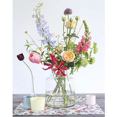 ▷ 1001 + ideas for flower arrangements to decorate your home this spring large glass vase, colourful flower bouquet, floral centerpieces, on a wooden table, in front of a white background Beautiful Flower Arrangements, Fresh Flowers, Colorful Flowers, Spring Flowers, Beautiful Flowers, Diy Flowers, Vase Of Flowers, Table Flowers, Glass Flower Vases