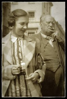 Pearl Brooksmith and Aleister Crowley, August 1933 Wicca, Magick, Witchcraft, The Book Of Lies, Austin Osman Spare, Real Witches, Satanic Rituals, Aleister Crowley, People Running