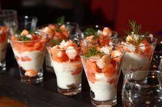 Per gli antipasti di Natale ecco la ricetta facile dei bicchierini di salmone | Ricette di ButtaLaPasta