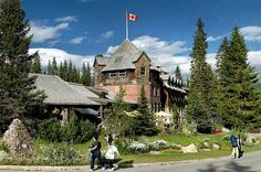 Explore this historic lodge, located just steps away from majestic Lake Louise, in Banff National Park.