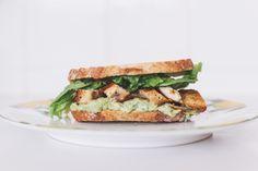 Sanduíche de Frango e Abacate