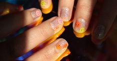 Nail art brushes Canada NailStuff nail art brushes and tools review with easy happy face nail art tutorial. Easy smiley face nail art tutorial. Nail Polish Blog, Black Nail Polish, Black Nails, Negative Space Nails, Nail Art Brushes, Summer Acrylic Nails, Crystal Nails, Just Girly Things, Holographic Nails