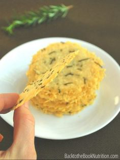 Looking for a last minute dish to bring to a party? These Rosemary Parmesan cheese crisps are the perfect. They're incredibly easy to make, ready in 8 minutes and so good! Definitely a crowd pleaser! :: DontWastetheCrumbs.com