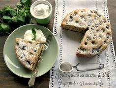 Torta al grano saraceno con mirtilli e yogurt è un dolce rustico dal gusto particolare da accompagnare a panna montata o confettura Ricetta torta al grano saraceno