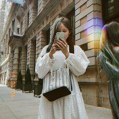 "fromis_9 [프로미스나인] on Instagram: ""뉴욕에서도 행복한 하냥 귀엽넹 #포바꼬 #나경 #하영"" Kpop Girl Groups, Korean Girl Groups, Kpop Girls, Lee Seo Yeon, South Korean Girls, Foto E Video, Cool Girl, Beautiful People, Midi Skirt"