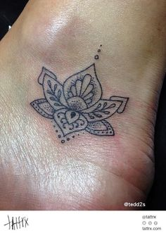 Tedd2s Tattoo - Tiny Lotus Flower for Lindsay