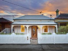 Victorian Cottage - Photo of a corrugated iron house exterior from real Australian home - House Facade photo 1603029
