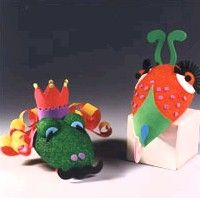 I'm sharing crafts for kids this week, and today I have the creative, colorful, Capering Critter Hand Puppets. Kids can go to town on these, using their imaginations to decorate their fanciful crea. Rainy Day Crafts, Summer Crafts, Summer Fun, Styrofoam Crafts, Dragon Puppet, Puppet Tutorial, Cute Kids Crafts, Puppet Crafts, Classroom Crafts