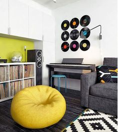 Piso de 45 metros con rincon de música Study Room Decor, Diy Room Decor, Bedroom Decor, Home Decor, My New Room, My Room, Record Decor, Music Themed Rooms, Music Bedroom
