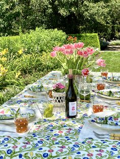 The essential Spring pattern! Hand painted flowers stretch across the vine in vibrant shades of yellow, blue and red. Our Emma collection is a lively, hand blocked print that will add an at-home and welcoming look to your table setting. Painted Flowers, Printed Linen, Party Entertainment, Shades Of Yellow, Napkins Set, Pomegranate, Tabletop, Vines, Table Settings