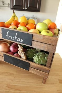 Fruits container