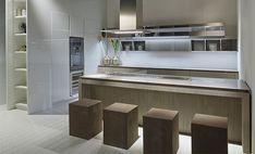 Cucina con isola Fly, nuove finiture in cemento, rovere e argilla . Ri.Fra - kitchen