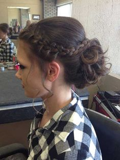 Very pretty braided hairstyles for ladies # ladies # hairstyles … – Hair Style Grad Hairstyles, Communion Hairstyles, Dance Hairstyles, Homecoming Hairstyles, Wedding Hairstyles, Graduation Hairstyles 8th Grade, Latest Hairstyles, Hairstyle Ideas, Semi Formal Hairstyles