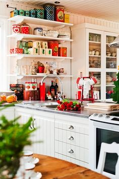 Kitchen, Gorgeous Scandinavian Kitchen With White Kitchen Furniture Sets Decorated In Christmas Theme: 25 Inspiring Ideas Decorating Christmas Kitchen Cozy Kitchen, Scandinavian Kitchen, New Kitchen, Vintage Kitchen, Kitchen Dining, Kitchen Decor, Kitchen Cabinets, Scandinavian Style, Scandinavian Christmas