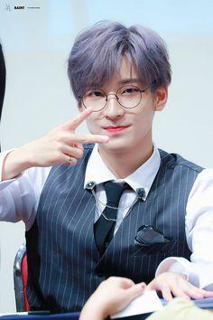 190921 at Fansign - © Saint Woozi, Mingyu Wonwoo, Seungkwan, Seventeen Memes, Seventeen Wonwoo, Seventeen Debut, Vernon, Kdrama, Hip Hop