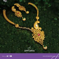 Step in to experience the most classy jewellery designs in our top jewellery stores across Mumbai. We craft our jewellery with great attention to detail for an impeccable perfection. Trendy Jewelry, Cute Jewelry, Gold Jewelry, Women Jewelry, India Jewelry, Jewellery, Antara, Pendant Set, Necklace Designs