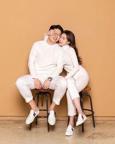 Korean Wedding Photography, Wedding Couple Poses Photography, Pre Wedding Poses, Pre Wedding Photoshoot, Couple Posing, Couple Shoot, Prenup Photos Ideas, Korean Couple Photoshoot, Foto Casual