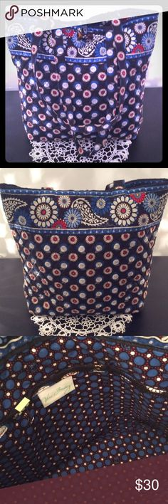 """VERA BRADLEY OWL TOTE BLUE BACKGROUND WITH WHITE DAISYS AND LITTLE HOOT OWLS. SO BRIGHT AND CHEERFUL. HAS A TOGGLE CLOSURE  AND THREE POCKETS INSIDE. HANDLE HANG IS 13"""". LOOKS NEW. VERA BRADLEY Bags Totes"""