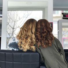 Titas y sobrinas que disfrutan de cuidarse y ponerse guapas en #imperfectsalon #sitges #compartebelleza #enfamilia #sobrinas #tiamolona #beauty #hair #blonde #cooper