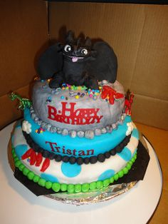 """How to Train your Dragon """"toothless"""" Cake My sons birthday Toothless Party, Toothless Cake, Dragon Birthday, Dragon Party, Boy Birthday Parties, Birthday Cake, 4th Birthday, Birthday Ideas, Dragon Cakes"""