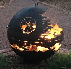 Relive the climax of 'Star Wars: Return of the Jedi' from the comfort of your own backyard with a custom Death Star fire pit. Metal Fire Pit, Diy Fire Pit, Fire Pit Backyard, Fire Pits, Big Backyard, Backyard Ideas, Fire Pit Landscaping, Landscaping With Rocks, Landscaping Tips