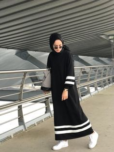 Moda Vestidos Largos Casuales New Ideas Casual Hijab Outfit, Hijab Chic, Hijab Elegante, Hijab Style Dress, Abaya Fashion, Fashion Outfits, Sporty Outfits, Emo Fashion, Street Fashion