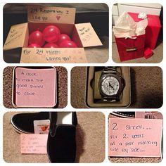 """aniversario regalo Puedes regalarle algo y hacerlo aún más especial como en la imagen: """"Un reloj para marcar los buenos tiempos que vienen, dos zapatos por dos años que llevamos caminando lado a lado""""."""