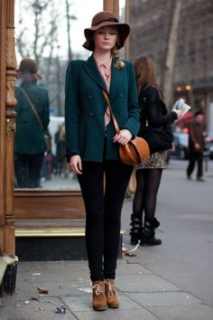 A smart Winter look. Love the deep hues and neutral accessories. #winterfashion #saddlebag #streetstyle