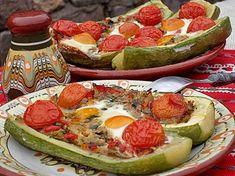 Barcute cu legume,la cuptor Avocado Egg, Catering, Breakfast, Food, Morning Coffee, Catering Business, Gastronomia, Essen, Meals