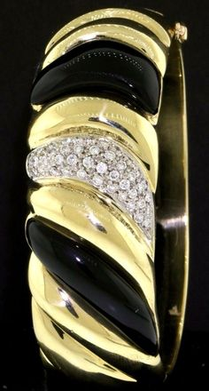 Vintage heavy 18K gold 1.50CT VS1/G diamond & onyx hinged bangle bracelet