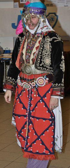 Traditional bridal costume from Merkez Kapıkaya köyü (near Bergama, north of Izmir).   Mid-20th century.  Ethnic group: Alevi Türkmen. (Kavak Costume Collection - Antwerpen/Belgium). Reference: 'Türkmen Giyimi' – Sabiha Tansuğ.