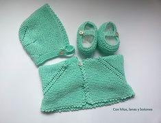 Con hilos, lanas y botones: DIY cómo hacer una chaqueta a punto bobo para bebé paso a paso (patrón gratis) Crochet Bikini, Knit Crochet, Yarn Projects, Macarons, Baby Knitting, Mickey Mouse, Zara, Crafty, Sewing