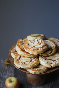 Almond cardamom cream stuffed apple tarts - foodfashionparty