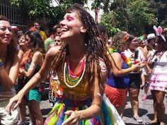 Mundo Livre veste Priscila Glenda no Bloco Juventude Bronzeada Carvaval de BH 2016 <3