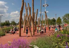 Queen-Elizabeth-Olympic-Park-South-Plaza-(credit-Robin-Forster-and-LDA-Design)