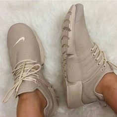 Uploaded by b; Find images and videos about nike, shoes and sneakers on We Heart It - the app to get lost in what you love. Cute Shoes, Me Too Shoes, Women's Shoes, Shoe Boots, Shoes Sneakers, Roshe Shoes, Sneakers Outfit Nike, Beige Nike Shoes, Kicks Shoes