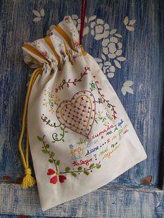 Taleigo - handmade embroidery - for color ideas Embroidery Purse, Hand Work Embroidery, Embroidery Sampler, Embroidery Applique, Embroidery Stitches, International Craft, Lavender Bags, Handmade Felt, Small Bags
