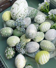 Easter Flower Arrangements, Beautiful Flower Arrangements, Easter Egg Designs, Ukrainian Easter Eggs, Easter Wishes, Idee Diy, Egg Art, Hoppy Easter, Tempura