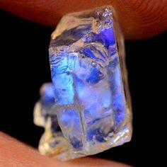 Raw moonstone More Minerals And Gemstones, Crystals Minerals, Rocks And Minerals, Crystals And Gemstones, Stones And Crystals, Natural Gemstones, Healing Crystals, Gem Stones, Minas Gerais
