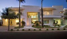 20 Fachadas de casas com linhas curvas – tendência na arquitetura! - Decor Salteado - Blog de Decoração e Arquitetura