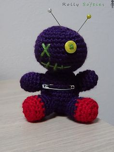 Little cute voodoo doll - free crochet pattern in English and Italian by Giulia Zeta.