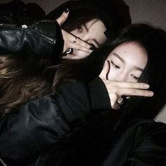 Image about girls in ulzzang by :c haru c: on We Heart It Korean Couple, Korean Girl, Asian Girl, Foto Best Friend, Couple Ulzzang, Korean Best Friends, Girl Friendship, Girl Couple, Uzzlang Girl