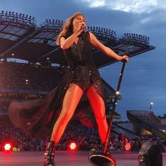Show Da Taylor Swift, Taylor Swift Concert, Taylor Swift Pictures, Taylor Songs, Swift Tour, Ethel Kennedy, Swift Photo, Red Taylor, Lady And Gentlemen