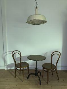 Alte Industrielampe Gross von Feuerwache Dining Table, Furniture, Home Decor, Environment, Ad Home, Decoration Home, Room Decor, Dinner Table, Home Furnishings