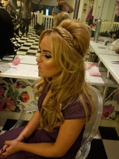 Love! I am so going to do my hair like this for my wedding