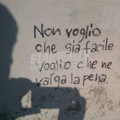 Scritte sui muri Graffiti Quotes, Graffiti Writing, Romantic Quotes, Love Quotes, Canvas Art Quotes, Serious Quotes, Daily Wisdom, Italian Quotes, Tumblr
